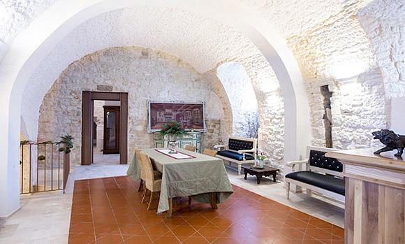 http://www.pugliaetmores.it/Images/Locandine/Articoli/Bari12NPLocand1.jpg