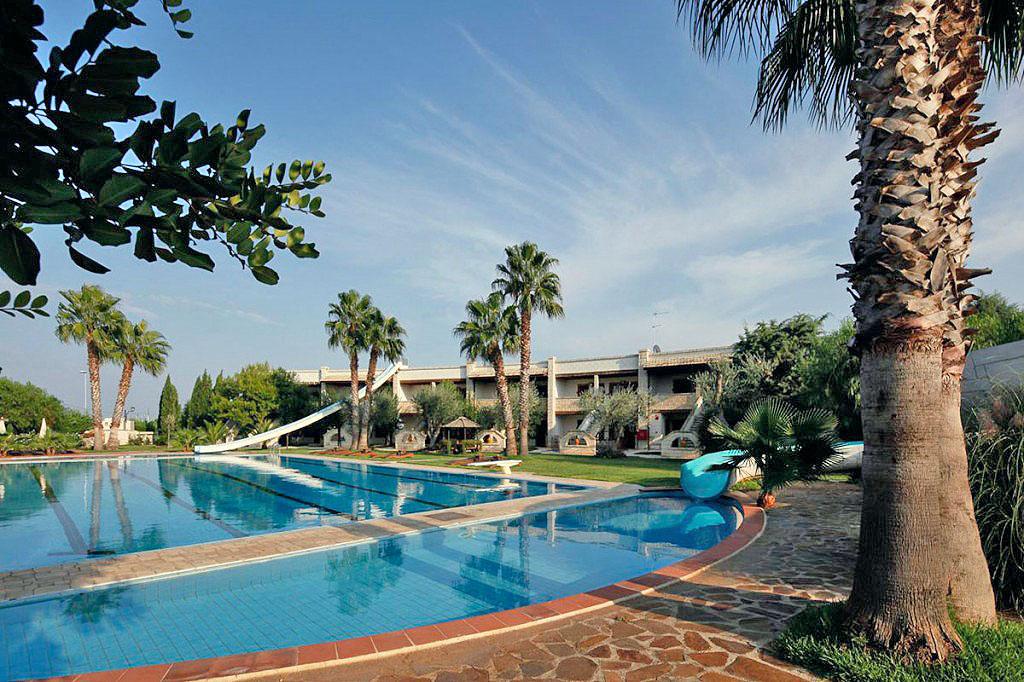 Hotel 4 stelle in puglia albergo centro benessere for Piscina 3 re