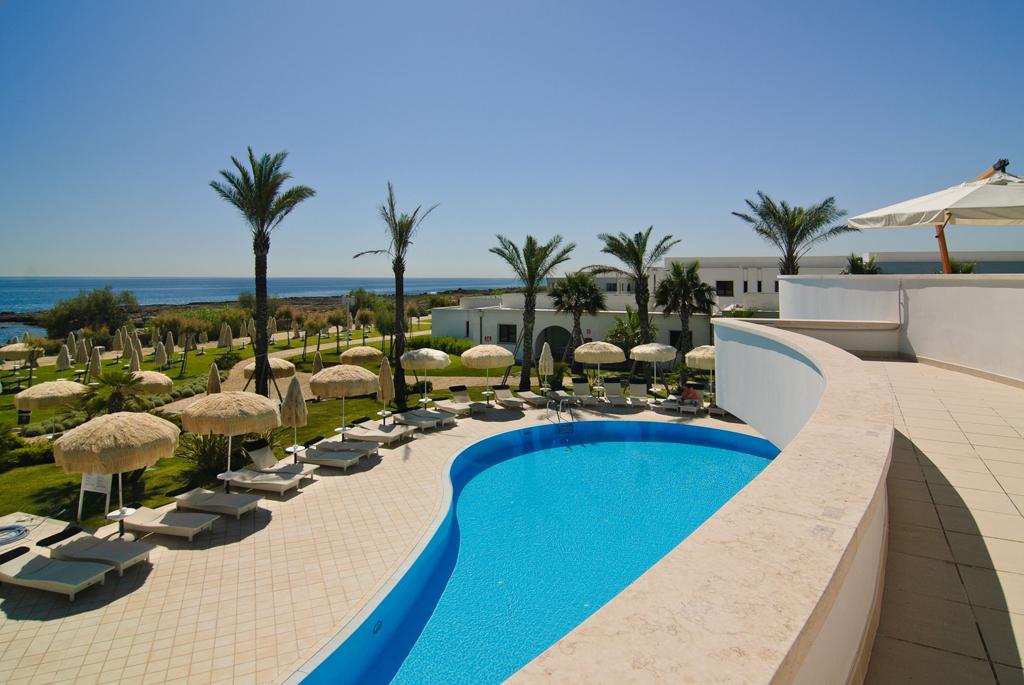 Vacanze in puglia hotel resort spa bari villaggio for Piscina wspace bari
