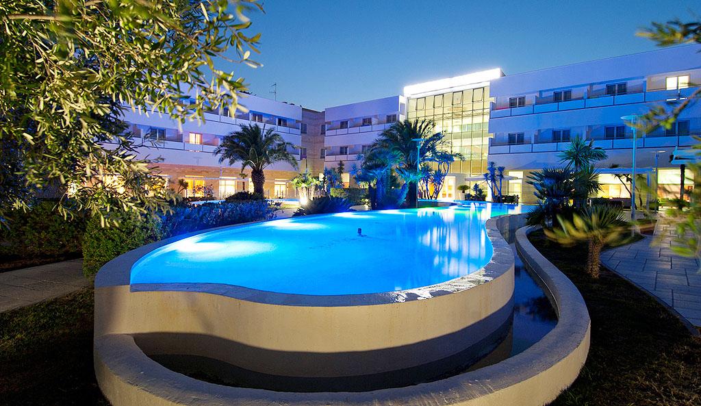 Vacanze in puglia hotel wellness resort gargano for Piscina 3 re