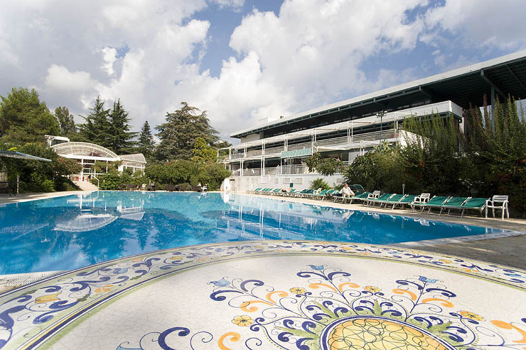 Vacanze in puglia hotel valle d 39 itria albergo 4 stelle con piscina - Piscina mediterraneo taranto ...